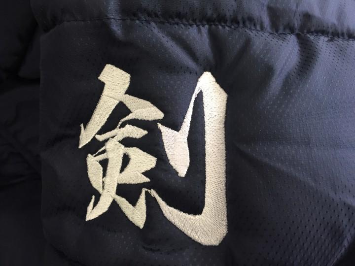 """少年剣士ダウンコートに""""剣"""""""